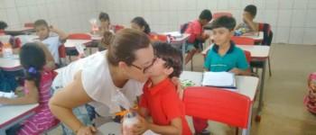 Tainá Veiga entrega kits escolares aos alunos da rede municipal de Lagoa da Canoa