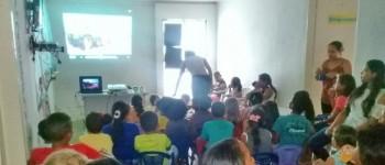 Filme pipoca e guaraná Crianças participam de sessão de cinema na Mata Limpa